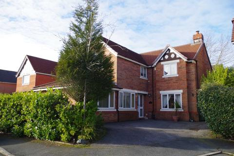 5 bedroom detached house for sale - Nevern Close, Heaton