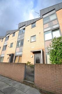 3 bedroom townhouse to rent - Peregrine St, Hulme, Manchester, M15 5PZ