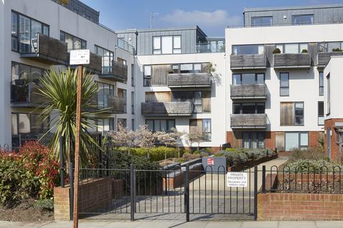 2 bedroom apartment to rent - 4-8 Somerhill Avenue, Hove, BN3