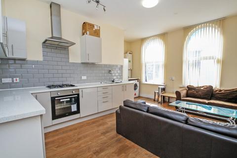 3 bedroom apartment to rent - Raglan Road