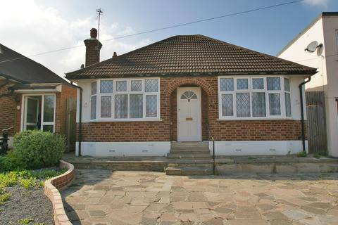 3 bedroom detached bungalow for sale - Recreation Avenue, Harold Wood RM3