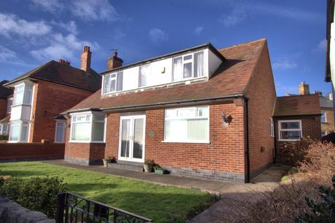 3 bedroom detached bungalow for sale - Belvedere Parade, Bridlington