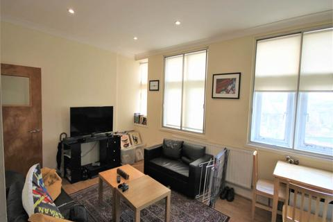 2 bedroom flat to rent - 2a Priory Avenue, Walthamstow, London