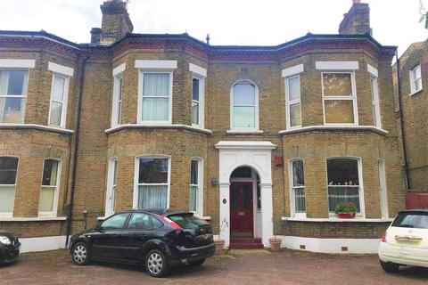 2 bedroom apartment to rent - Flat 5, 40 Chestnut Road, London, SE27 9LF