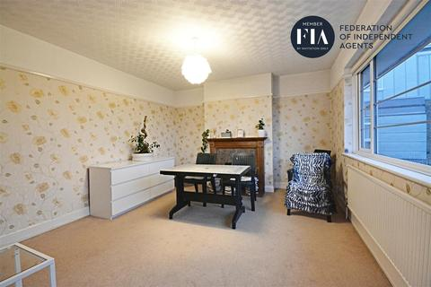2 bedroom apartment to rent - Sutherland Road, Ealing