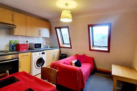 2 bedroom flat to rent - Shepherd's Bush Road, Hammersmith W6