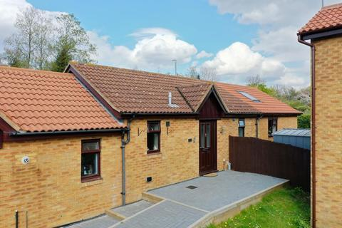 3 bedroom semi-detached bungalow for sale - Falconers Rise, East Hunsbury, Northampton, NN4