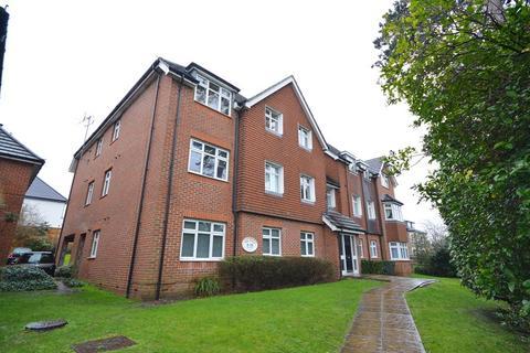 2 bedroom flat to rent - Hook Road, Chessington, Surrey. KT9 1EB