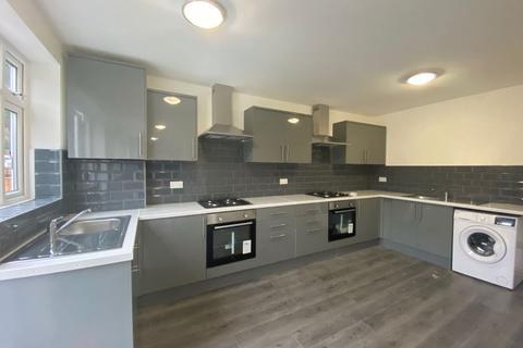 Studio to rent - Woodcote Close EN3