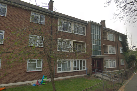 2 bedroom flat to rent - The Chase E12