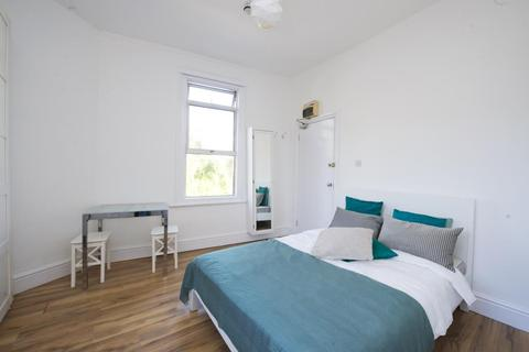 Studio to rent - Dalling Road, Hammersmith, W6