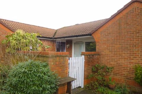 1 bedroom bungalow for sale - Cheviot Close, Harlington, Hayes