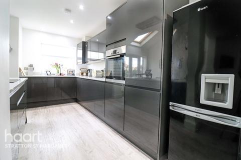 3 bedroom semi-detached house for sale - Bampton Grove, Swindon