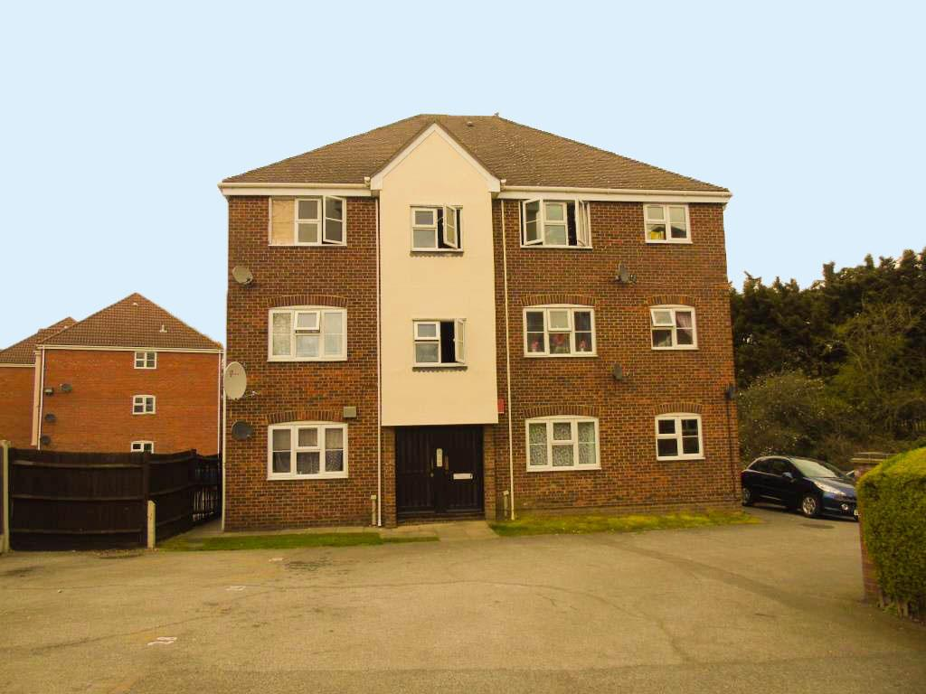 2 bed ground floor flat for sale in Dagenham