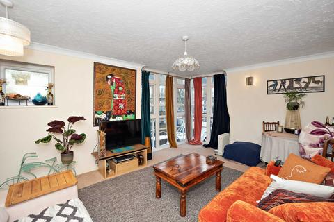 1 bedroom apartment to rent - Eleanor Close, Surrey Quays, SE16 6PT