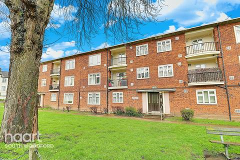 3 bedroom flat for sale - Priory Court, Churchfields, South Woodford, London, E18