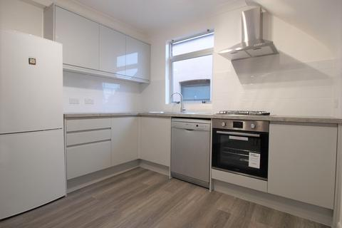 4 bedroom flat to rent - Womersley Road, London, N8