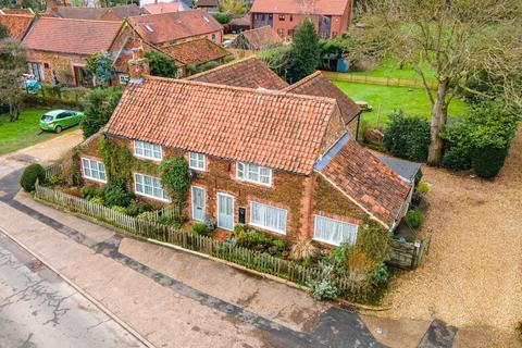 5 bedroom cottage for sale - North Wootton