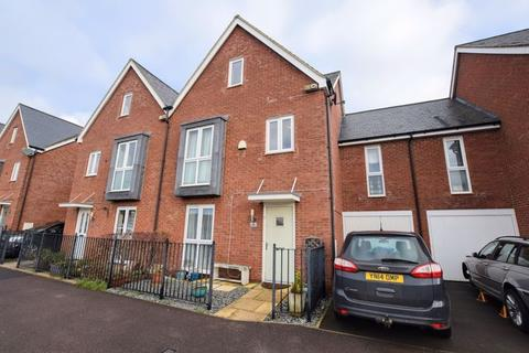 5 bedroom townhouse for sale - Domino Way, Aylesbury