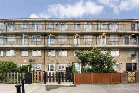 2 bedroom flat for sale - Kennedy Avenue, Enfield