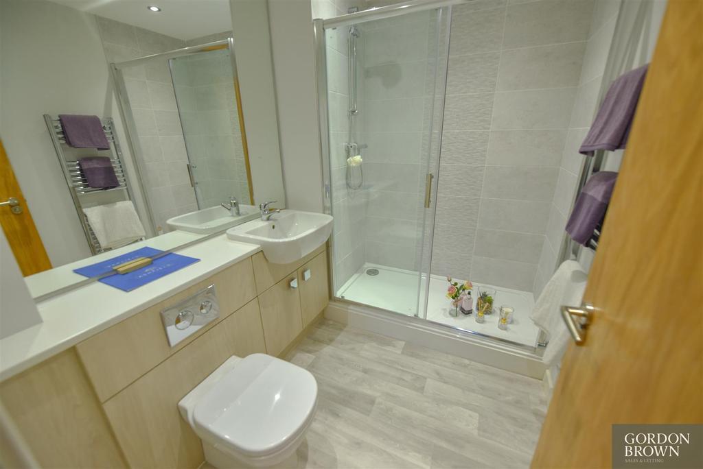 En suite shower room/ wc