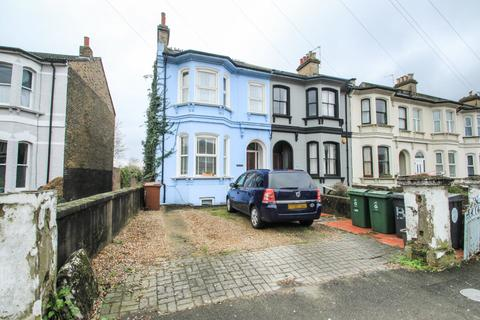 3 bedroom flat to rent - Fairlop Road, Leytonstone, London, E11 1BL