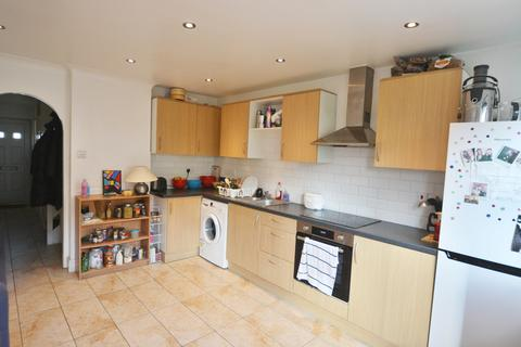4 bedroom ground floor flat to rent - Cottage Walk, London, N16