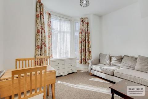 2 bedroom ground floor flat to rent - Grosvenor Road, Ilford, IG1
