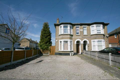 2 bedroom flat to rent - Brentwood Road, Romford, RM1