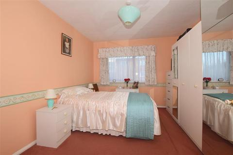 2 bedroom flat for sale - Warham Road, South Croydon, Surrey