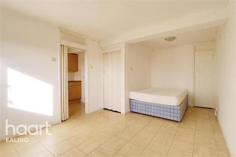 Studio to rent - Falcon House