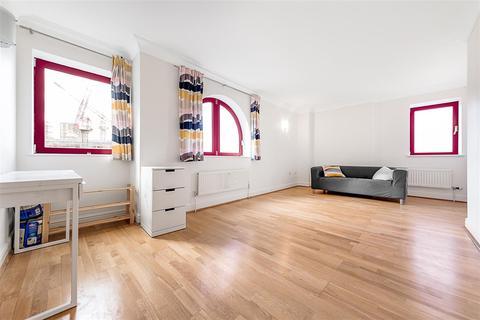 2 bedroom flat to rent - William Morris Way, SW6