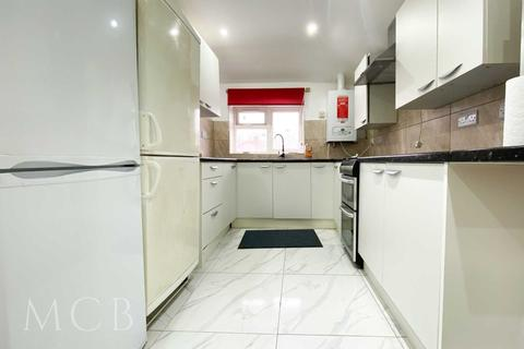 3 bedroom flat to rent - Manor Way, Southall, UB2