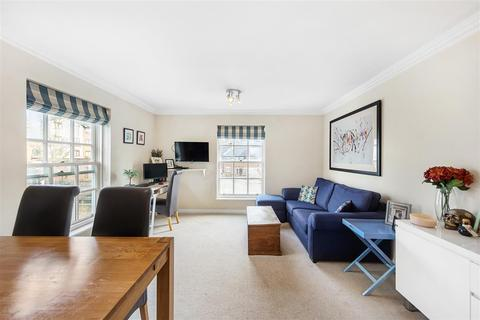 2 bedroom flat for sale - Broomhill Road, SW18