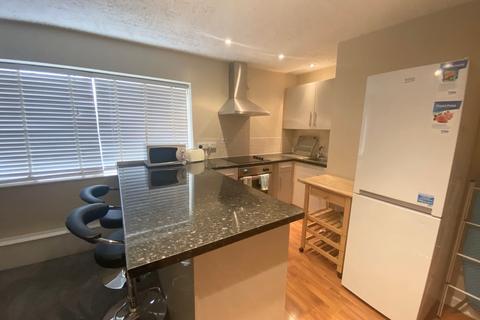 Studio to rent - Apartment 2, 79 Park Lane