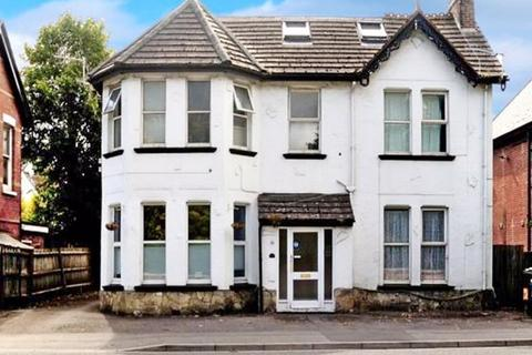 2 bedroom house for sale - Ground Floor Converted Flat. Wimborne Road, Bournemouth, BH3