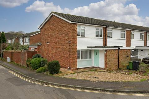 3 bedroom end of terrace house for sale - Kelvin Close, Epsom