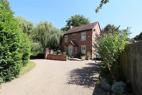3 bedroom detached house for sale - Cave Road, Brough