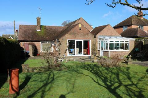 3 bedroom bungalow for sale - Horsham Road, Handcross, RH17