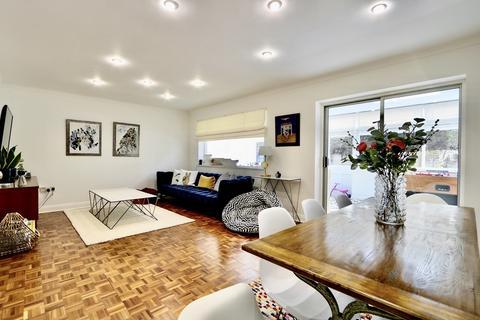 4 bedroom detached house for sale - Gilbey Close, |ckenham, UB10