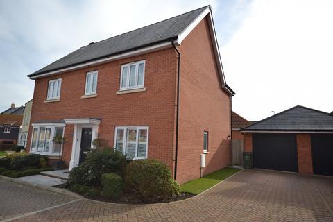 4 bedroom detached house for sale - Reeds Close, Basildon, Essex, SS15