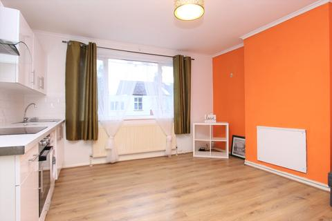3 bedroom flat to rent - Tillotson Road , London, N9