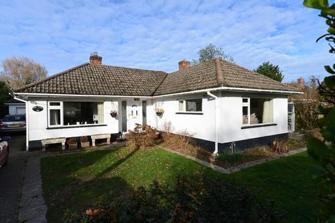 2 bedroom detached bungalow for sale - Lymington Road, New Milton