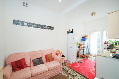 2 bedroom flat for sale - HOLSTOCK ROAD, ILFORD IG1