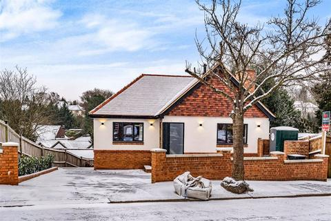 3 bedroom detached house for sale - Manor Way, West Purley