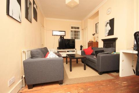 3 bedroom terraced house to rent - Foliot Street, East Acton, London, W12 0BQ
