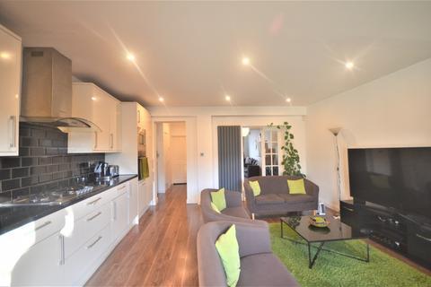 4 bedroom semi-detached house to rent - Craven Gardens, Barkingside, IG6