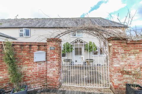 2 bedroom cottage for sale - High Street, Stockbridge, Hampshire SO20