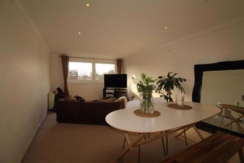 2 bedroom flat to rent - Selworthy Close, Wanstead, Greater London