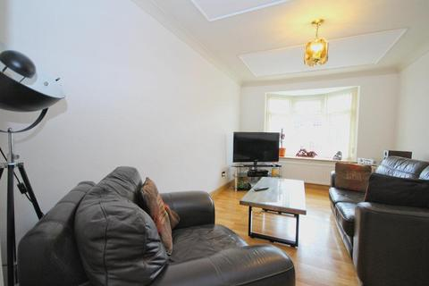 2 bedroom apartment for sale - Queens Drive, Cottingham